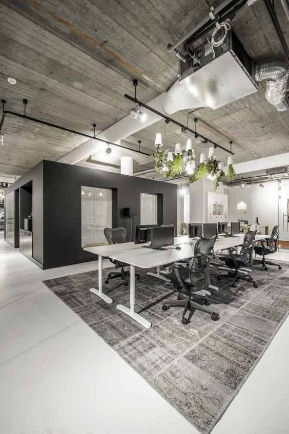 decoracao-para-ambientes-de-trabalho-com-mesas