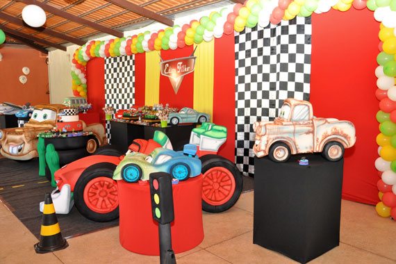 como-decorar-aniversario-tema-carros