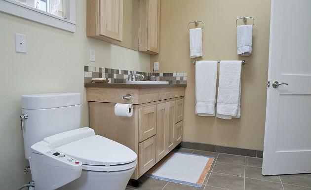 decoração de banheiro simples madeira