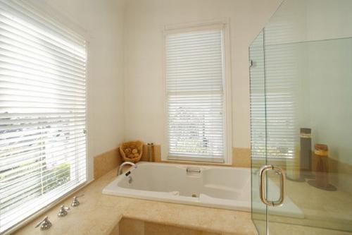 Modelos de Banheiras para Banheiros pequenos -> Fotos De Banheiro Com Banheira Simples