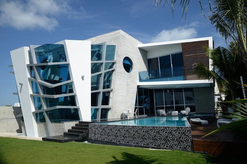 18 fotos de exteriores de casas modernas for Casas futuristas