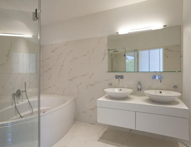 Banheiros Pequenos planejados Sugestões, modelos -> Banheiro Pequeno Planejado Com Banheira