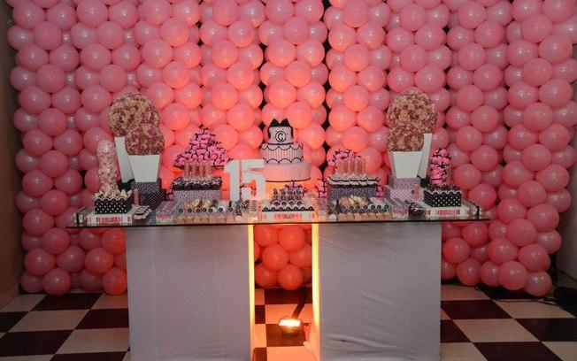 festa-de-quinze-anos-simples-decorada