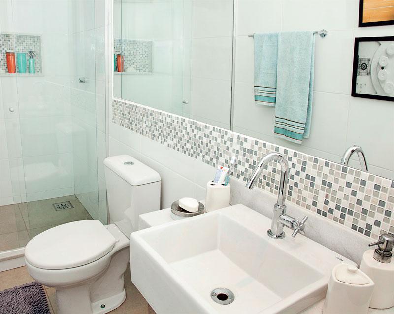 banheiro com espelho