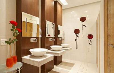 decoracao-de-banheiros-com-adesivos-coloridos