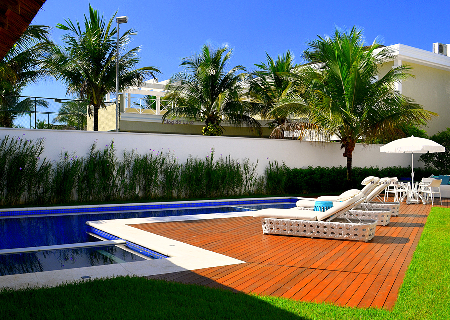 Piscinas em casa pre os acess rios e 18 modelos for Casas con piscinas fotos