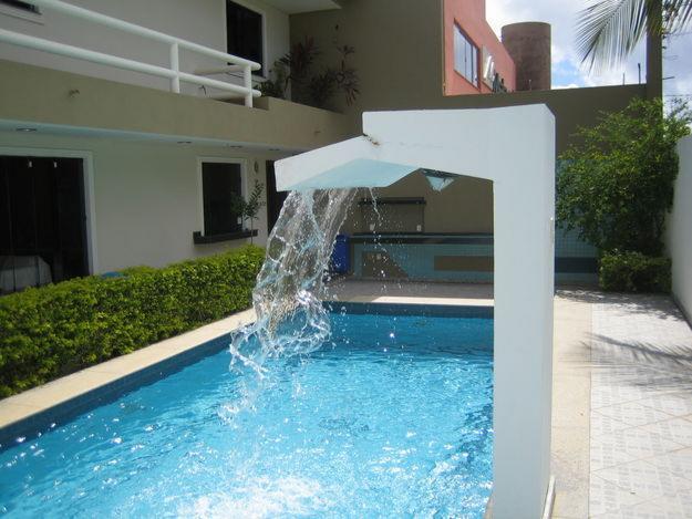 piscina-com-cascatas