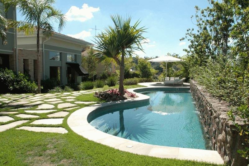 Casa con piscina piscinas en casa for Modelos de piscinas armables