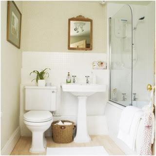 Quadro nas paredes dos banheiros