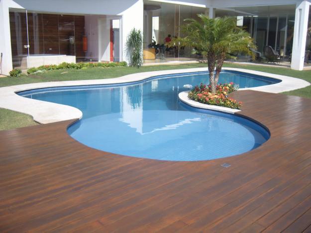 deck-em-madeira-para-piscinas