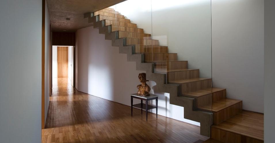 escadas-com-acabamento-em-madeira
