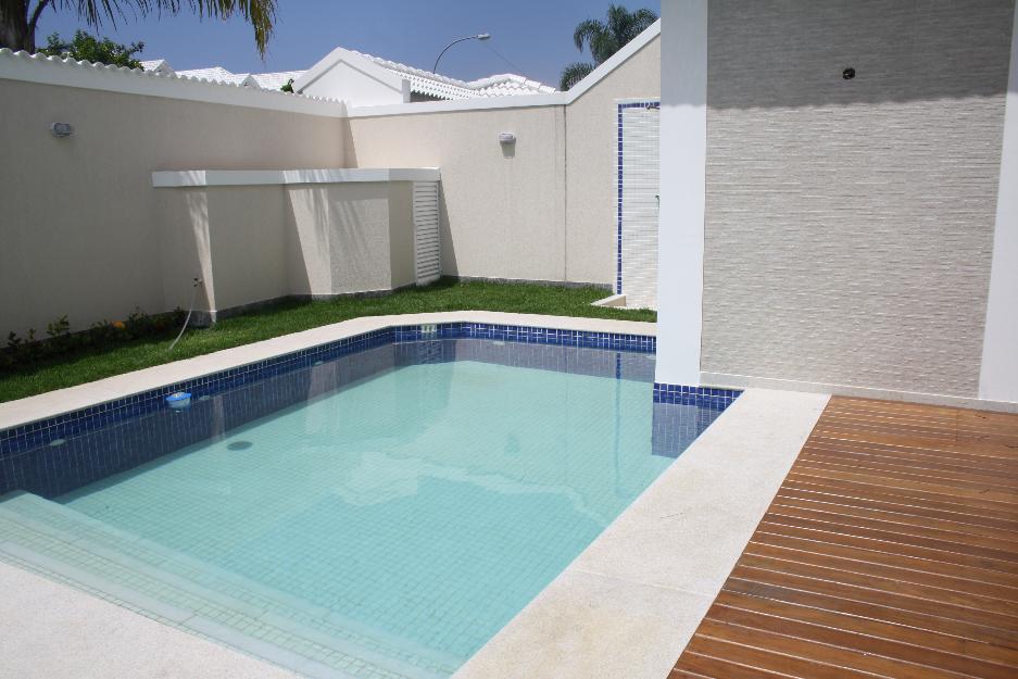 Rea de lazer simples com piscina 13 modelos for Modelos piscinas pequenas para casas