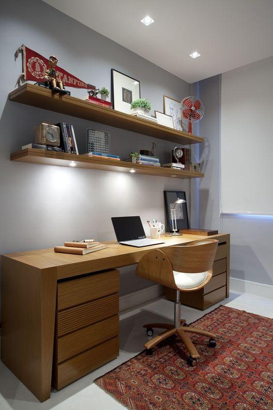 quarto-masculino-decorado-com-mesa-de-estudo