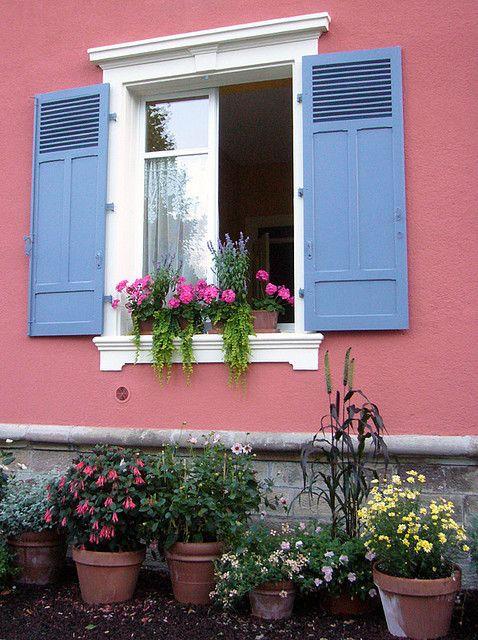 casa-com-janelas-coloridas