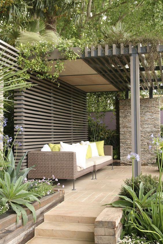 pergolado-no-jardim-residencial