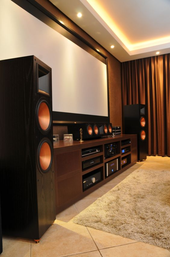decora o de home theaters em ambientes 50 fotos para inspirar. Black Bedroom Furniture Sets. Home Design Ideas