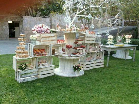 festa de noivado decorada com caixotes