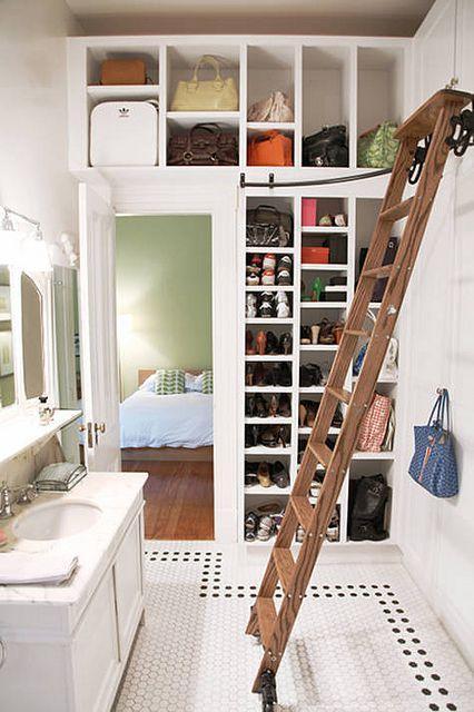 closet pequeno com escadinha