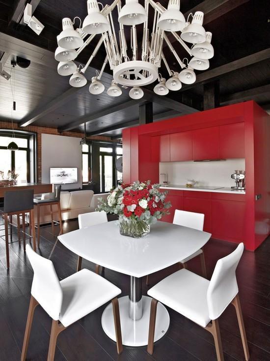 Cozinhas Vermelhas com mesas brancas