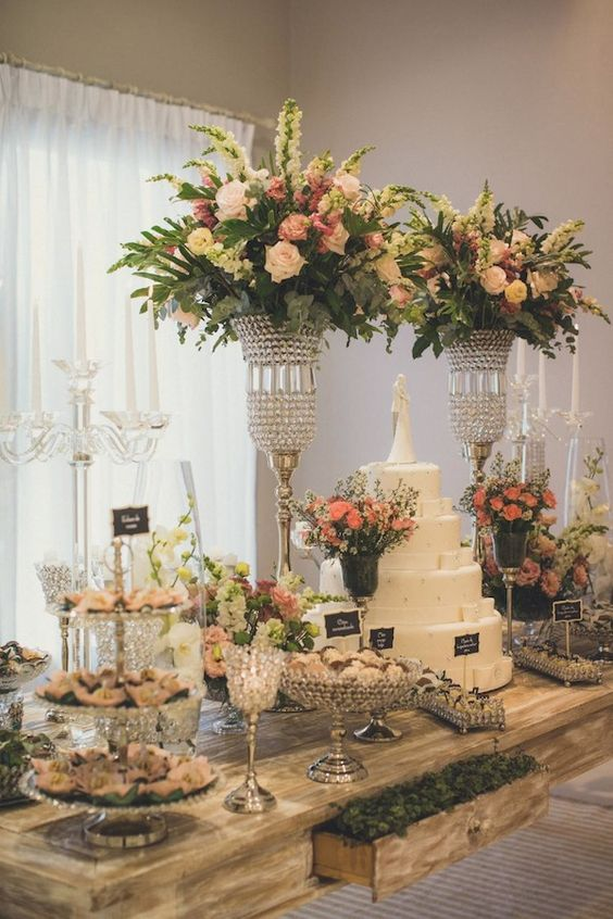 Mesas de Bolo de Casamento (60 Fotos lindas + Dicas) -> Decoração De Mesa Do Bolo Para Casamento Simples