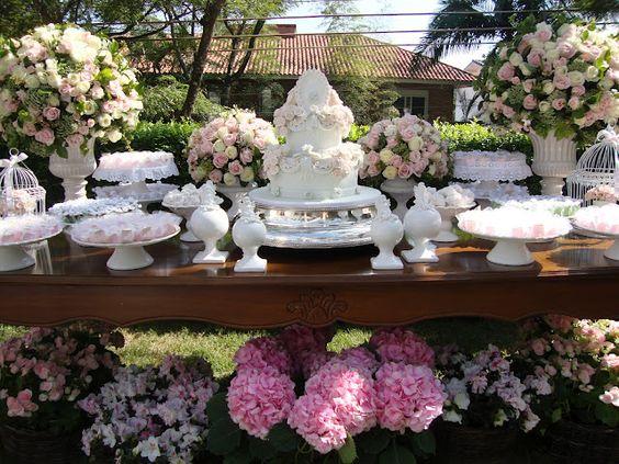 Dicas para decorar Mesas de Bolo de Casamentos ar livre