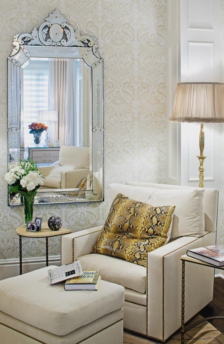 Espelho veneziano na sala de estar