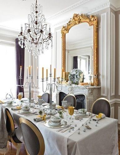 Espelho veneziano na sala de jantar