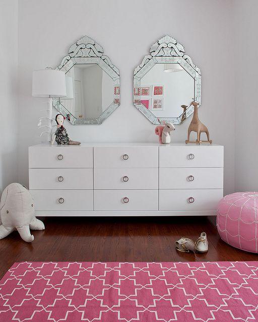 Espelho veneziano para quarto infantil