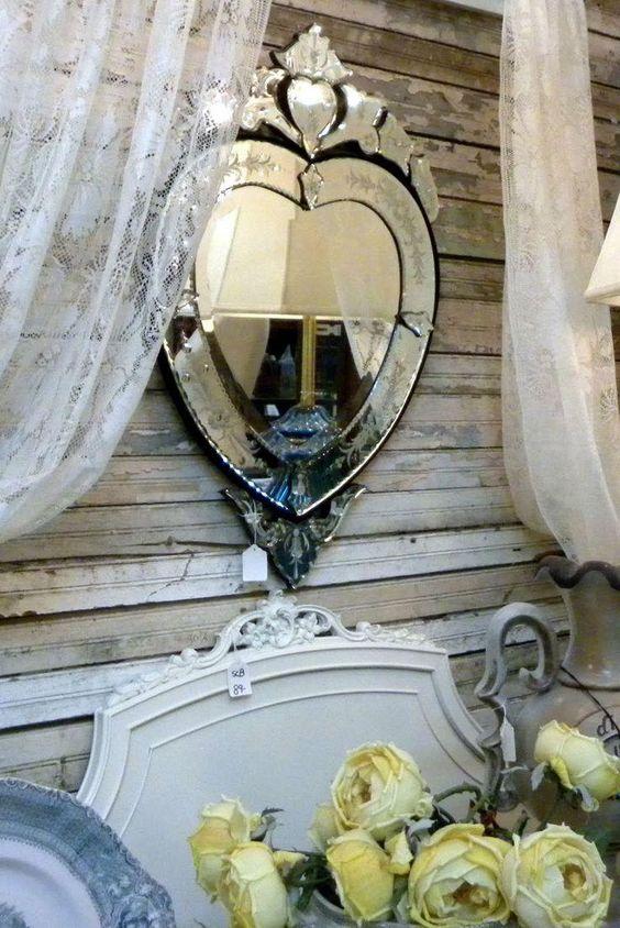 Espelhos venezianos no quarto