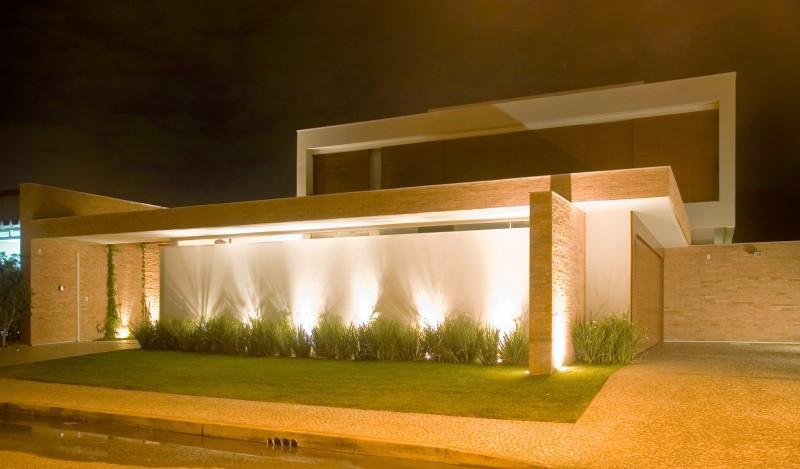 muros residenciais com iluminação