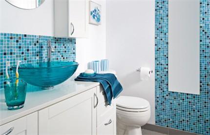 8-modelos-de-banheiros-decorados-com-pastilhas