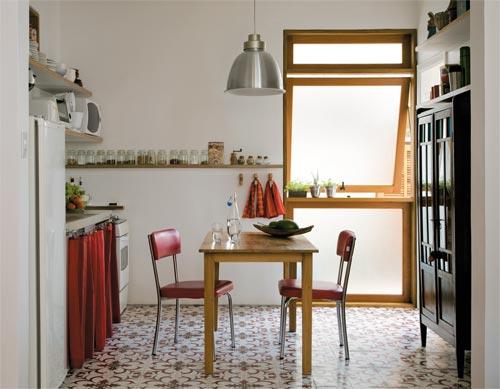 cozinha-com-janela-de-madeira