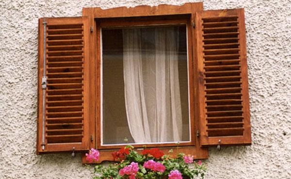 decoracao-com-janela-de-madeira-rustica