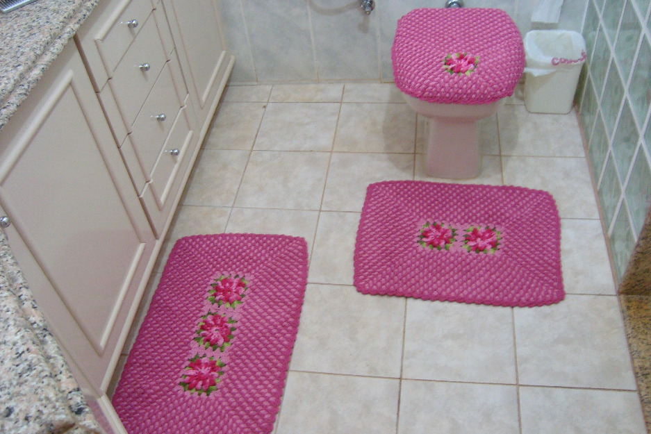 tapete-rosa-para-banheiros