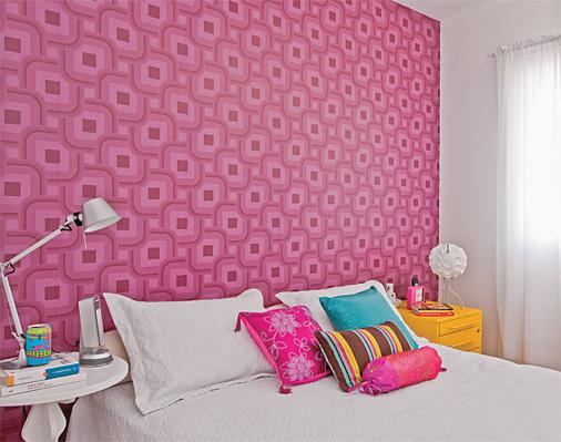 decoracao-de-quarto-com-papel-de-parede-feminino