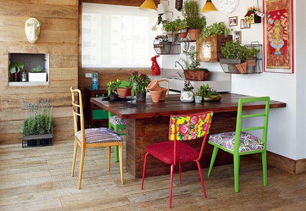 mesas-com-cadeiras-misturadas