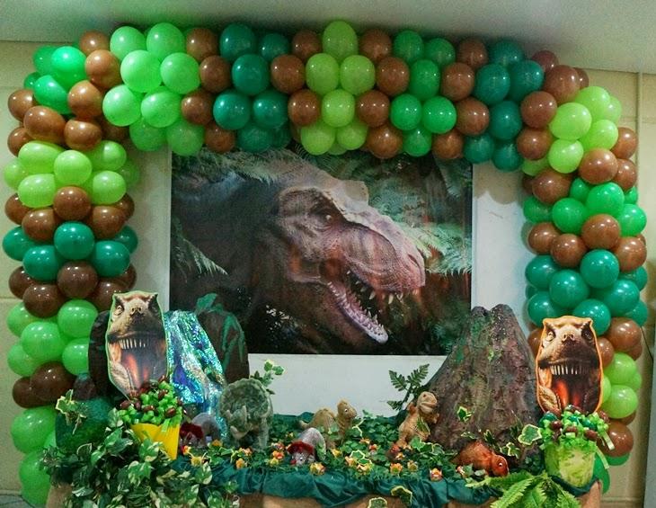 festa-infantil-decorada-tema-dinossauros