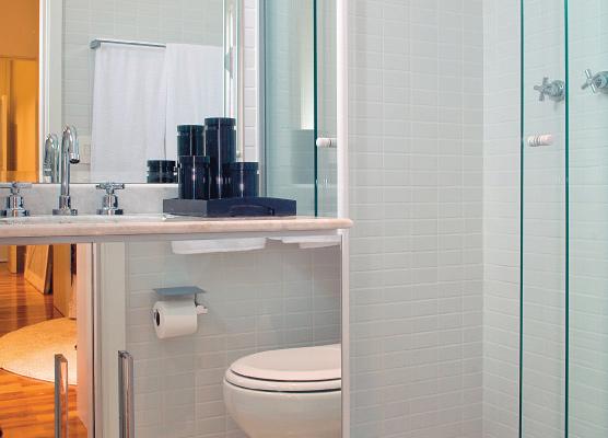 banheiro com espelho na decoração
