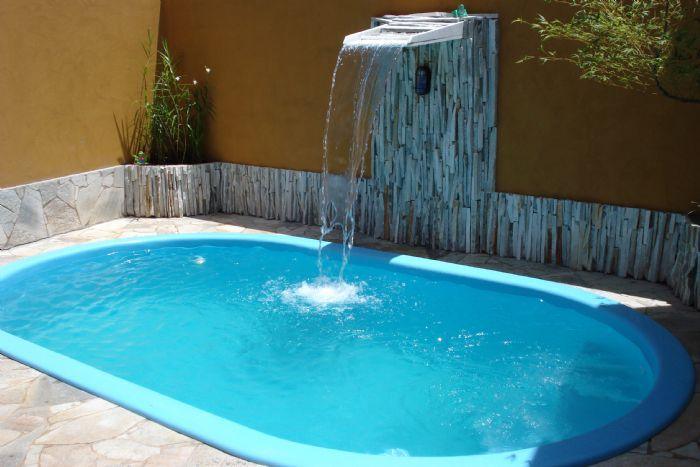 cascata na piscina