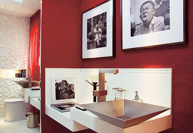 Decoração com quadros no banheiro