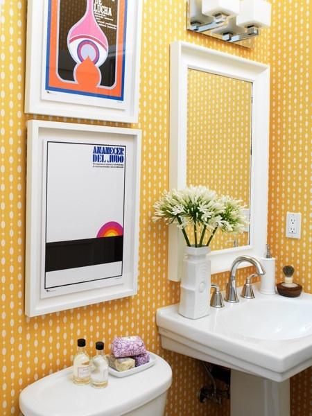 Decoração usando quadro no banheiro