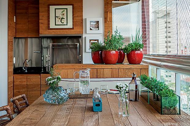 cozinha gourmet decorada com churrasqueira