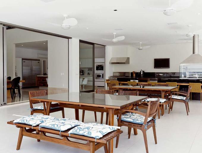 cozinha gourmet moderna com churrasqueira