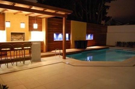 casa-com-area-de-lazer-simples-com-piscina