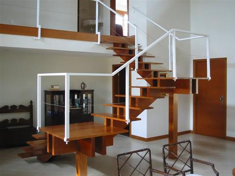fotos-de-escadas-internas-de-madeira