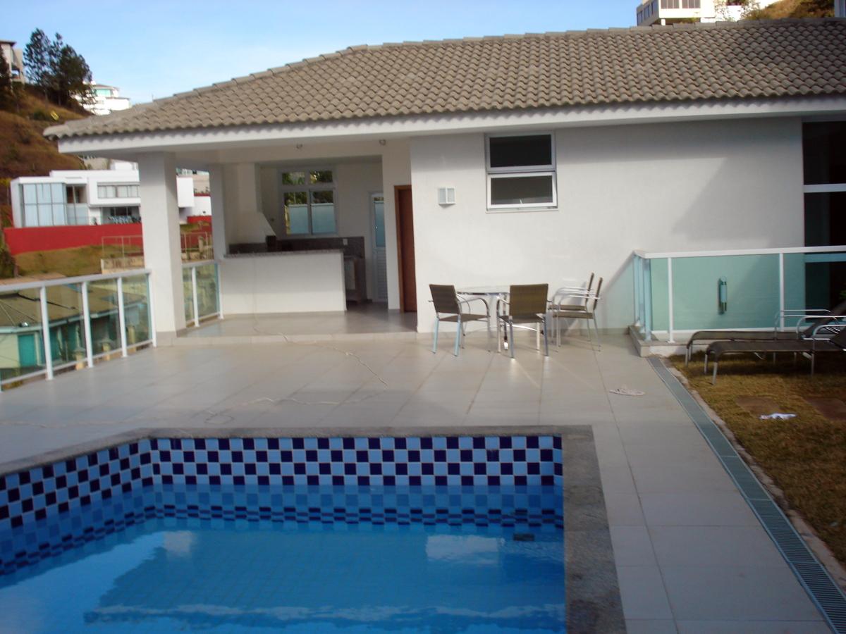 modelo-area-de-lazer-simples-com-piscina