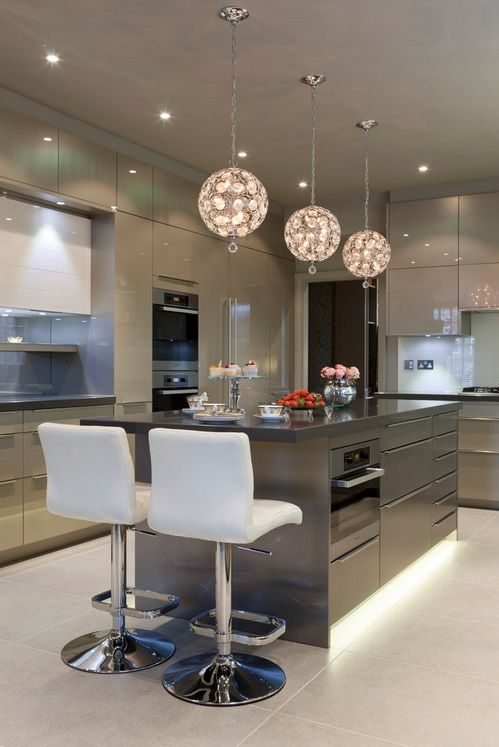 Cozinha moderna com bancadas