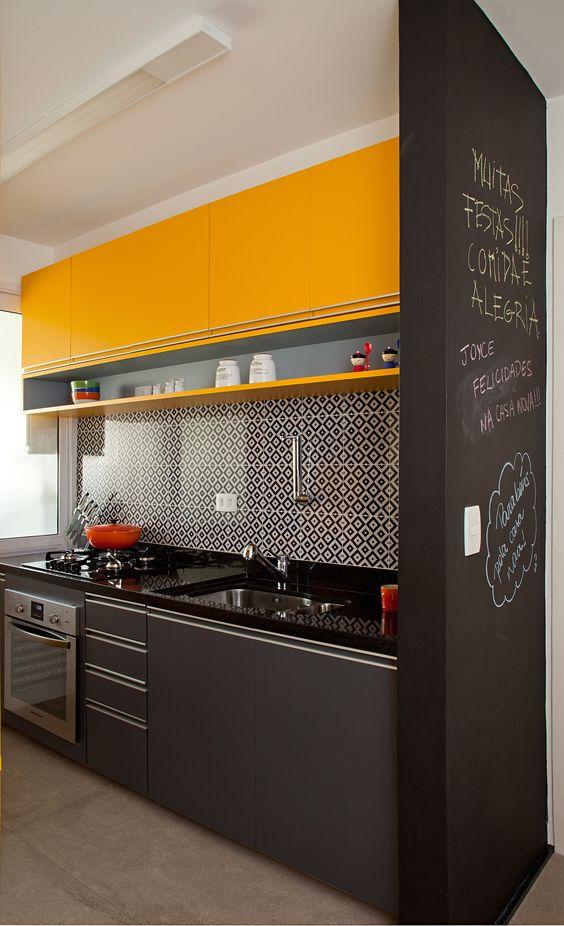 cozinha-moderna-preto-amarelo