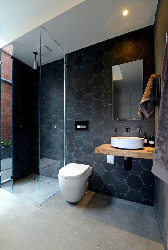 Banheiros com espelhos criativos