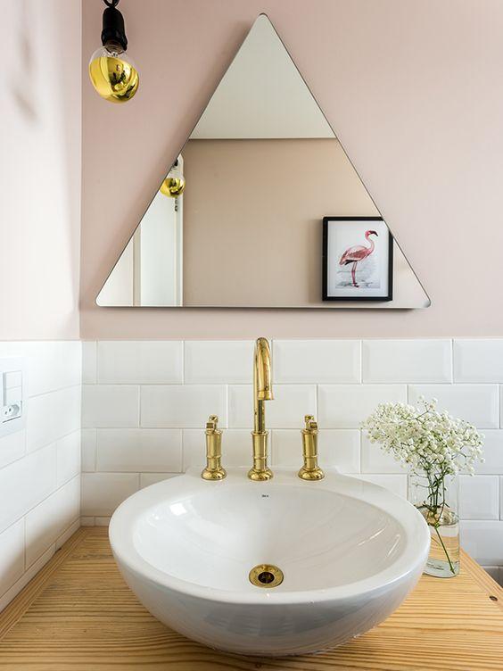 Espelhos triangulares para abanheiros